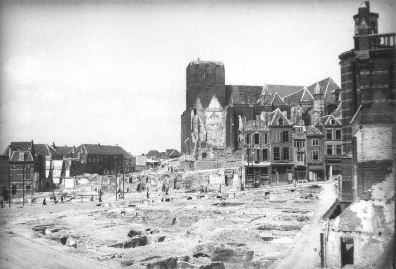 De Stevenskerk met oorlogsschade in 1944