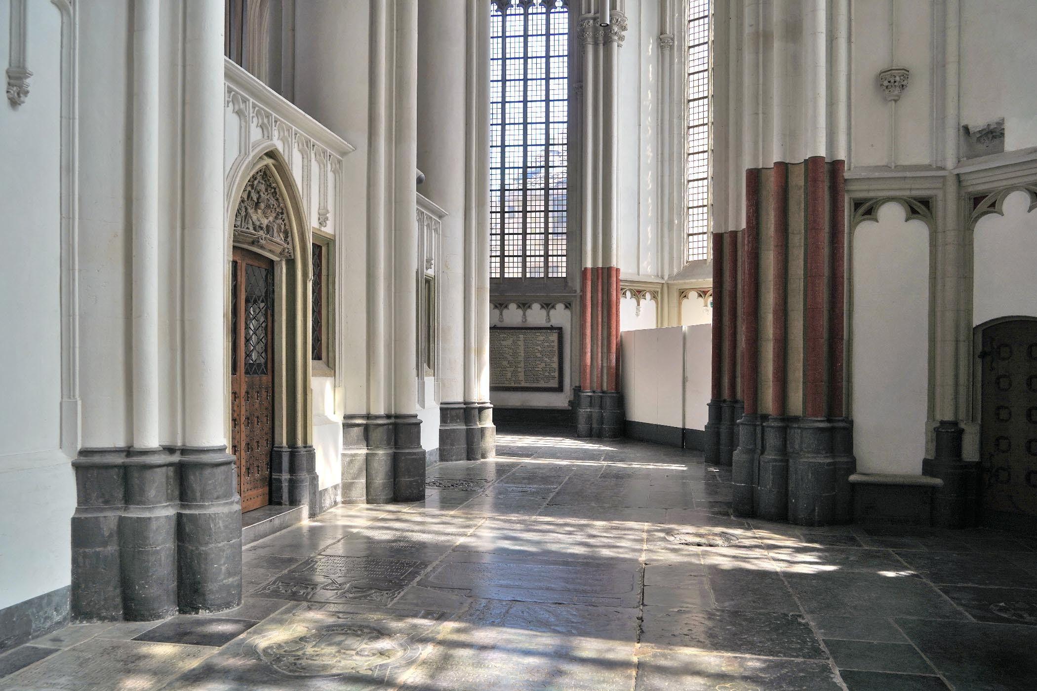 Kooromgang Stevenskerk met lichtinval