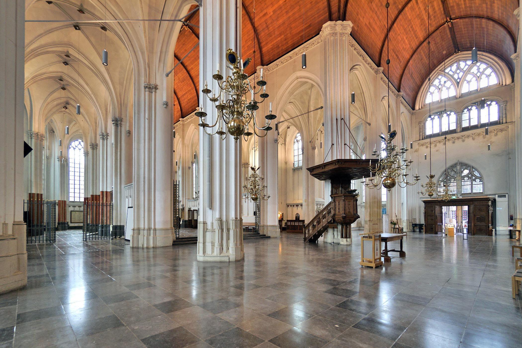 Kerkzaal Stevenskerk met Preekstoel